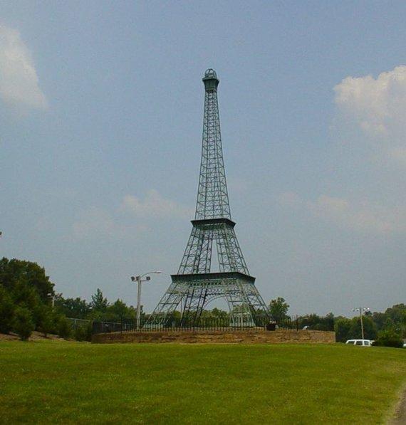 Wikimedia Commons nuotr./Eifelio bokštas Paryžiuje Tenesio valstijoje