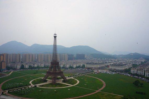 Wikimedia Commons nuotr./Eifelio bokštas Kinijoje, Tiandučenge