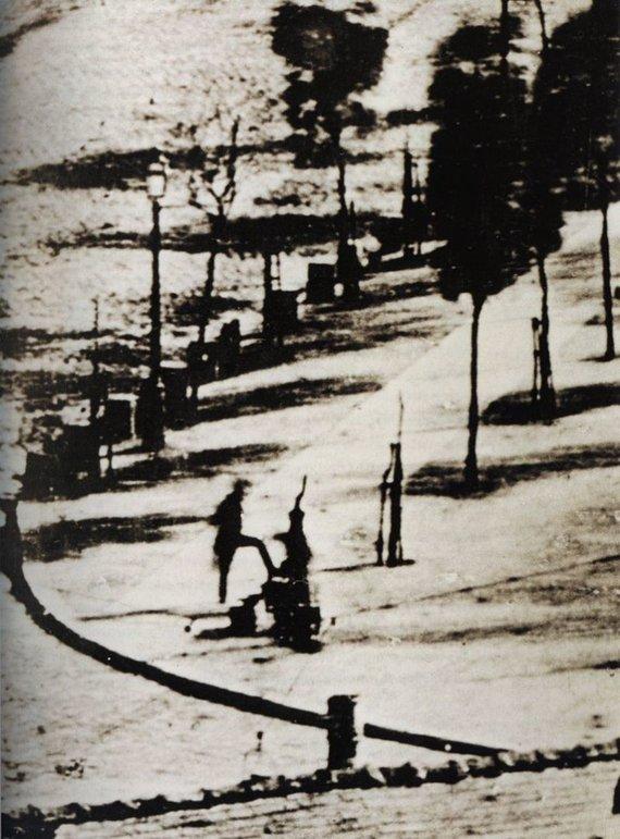 Wikimedia Commons / Public Domain nuotr./Pirmieji kada nors nufotografuoti žmonės Louise'o Daguerro nuotraukoje