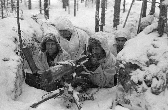 Suomių kareiviai ir kulkosvaidis Žiemos karo metu