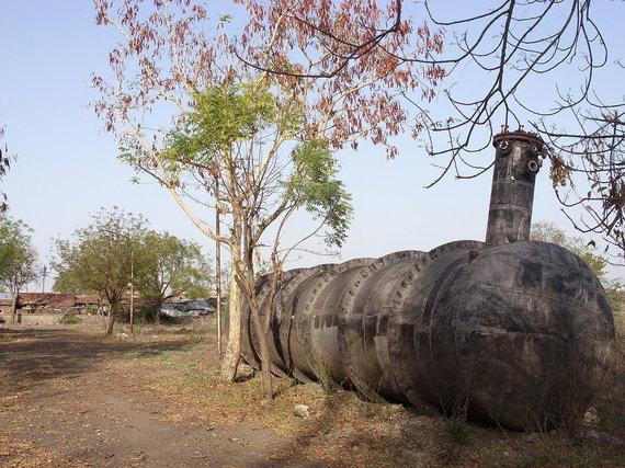 Juliano Nyčos / Wikimedia Commons nuotr. (CC BY-SA 3.0)/Rezervuaras, iš kurio nutekėjo dujos, iki šiol stovi buvusios gamyklos teritorijoje