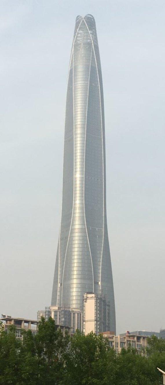 "Wikimedia Commons (CC BY-SA 4.0) nuotr./""Tianjin CTF Finance Centre"" dangoraižis"