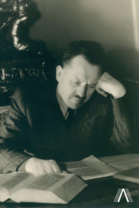 archivesofculture.com nuotr./T.Tilvytis 1952 m.