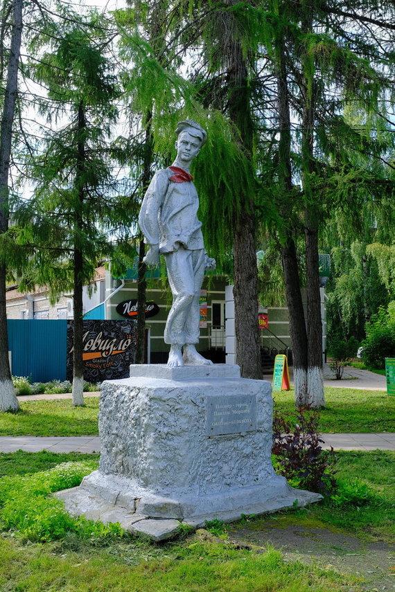 Wikimedia Commons / Public Domain nuotr./Paminklas Pavlikui Morozovui Glazove, Rusijoje