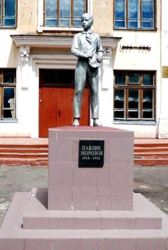 Wikimedia Commons nuotr./Paminklas Pavlikui Morozovui Ostrovo mieste