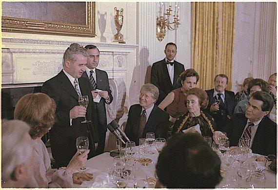 Wikimedia Commons nuotr./Nicolae Ceausescu ir Jimmy Carteris