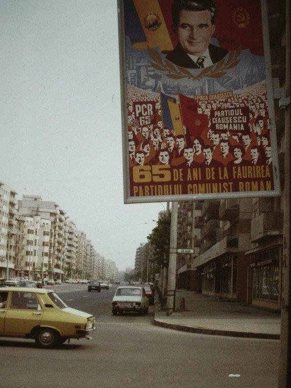 Wikimedia Commons nuotr./Propagandinis Nicolae Ceausescu režimo plakatas
