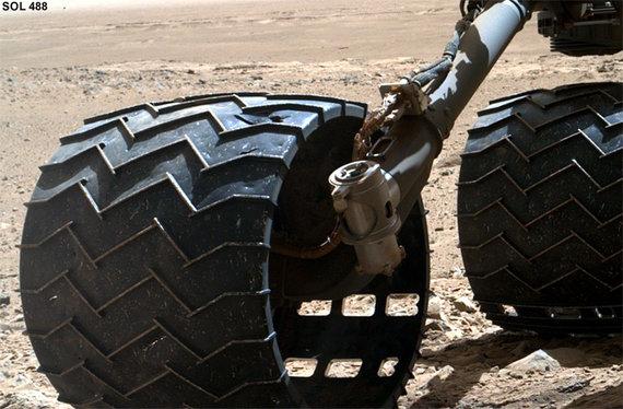 """NASA nuotr./Marsaeigio """"Curiosity"""" ratai 454 dieną Marse"""