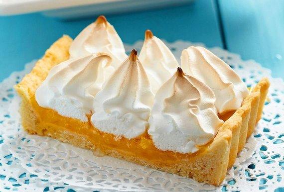 Fotolia nuotr./Apelsininis pyragas su morengais
