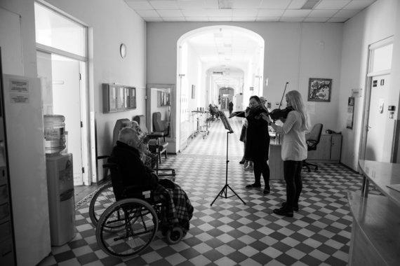 Klementina Venciūtė ir Laura Staponkutė Vilkpėdės ligoninėje / asmeninio archyvo nuotr.