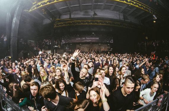 """Lofto nuotr./Akimirka iš """"Ten Walls"""" pasirodymo Vilniuje"""