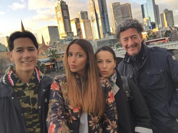 Karolina Meschino su šeima