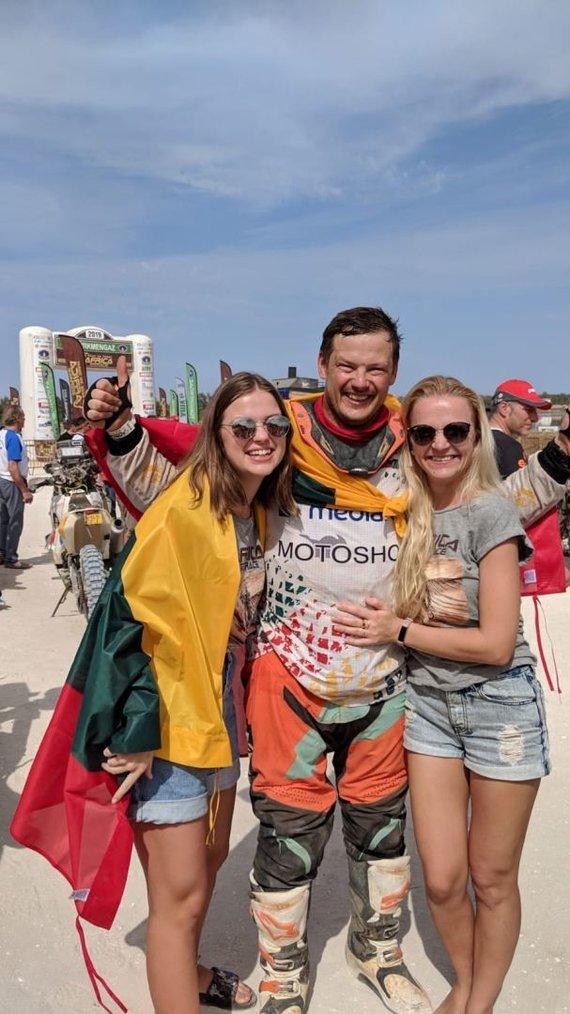 """Komandos nuotr./Tomas Jančys finišavo """"Africa Eco Race"""" varžybose"""