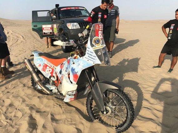 Komandos nuotr./Balys Bardauskas traukiasi iš Dakaro