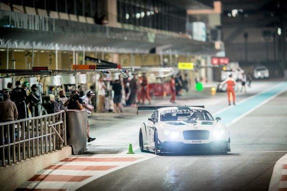 "autoguide.com/""Bentley Continental GT3"" ""Gulf 12"" lenktynėse"
