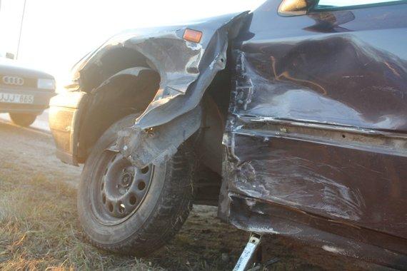 """Tomo Markelevičiaus nuotr./""""Opel Astra"""" ir """"VW Golf"""" avarija"""