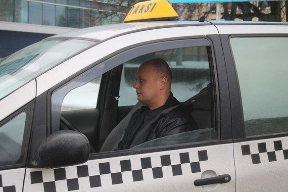 Tomo Markelevičiaus nuotr./Taksi vairuotojas Robertas