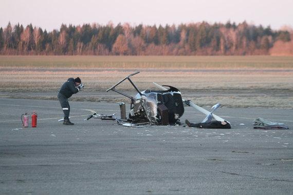 Alvydo Januševičiaus / 15min nuotr./Barysių oro uoste nukrito sraigtasparnis