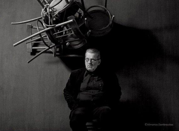 """Vilmanto Dambrausko nuotr./Antanas Venckus. Vilmantas Dambrauskas. Albumas """"Mano miesto portretai"""""""