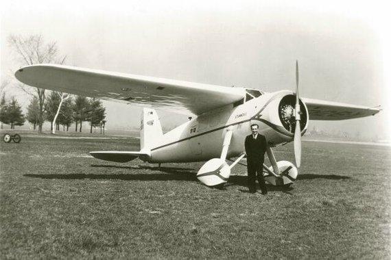 Feliksas Vaitkus prie lėktuvo