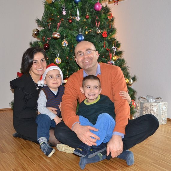 Asmeninio archyvo nuotr./Cristina Di Nezza ir Giangiacomo Guglielmini su vaikais Luca ir Marco