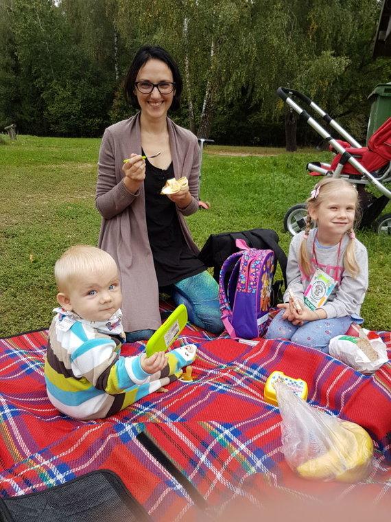 Asmeninio archyvo nuotr./Raimonda Mikalčiūtė-Urbonė su sūnumi Nidu ir dukra Rusne