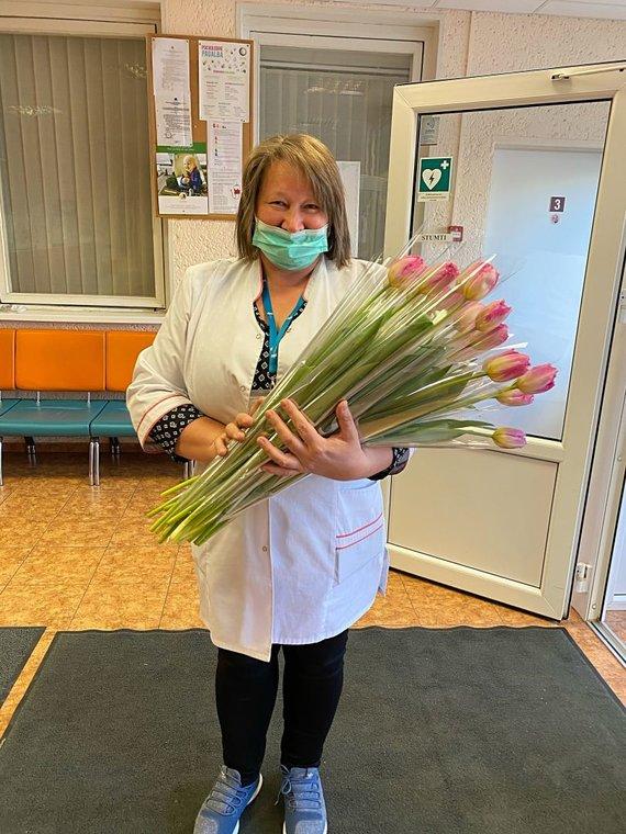 Organizatorių nuotr./Gėlės gydytojams