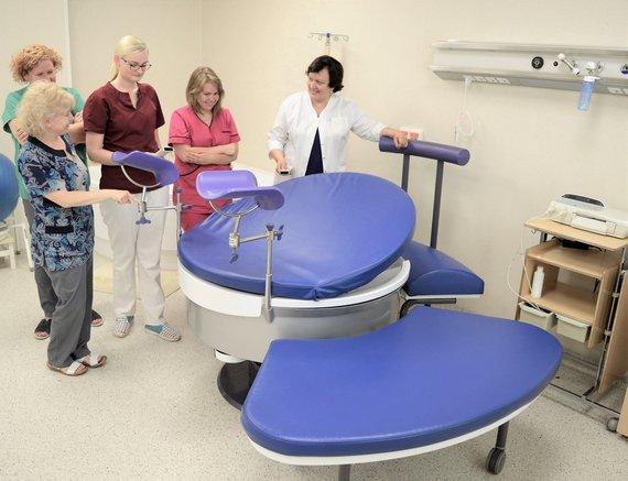 LSMU Kauno ligoninės nuotr./Apvali daugiafunkcinė lova, leidžianti pacientei pasirinkti patogiausią gimdymo padėtį