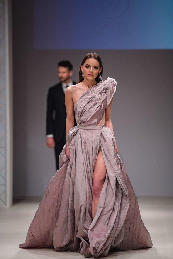 D.Kučio nuotr./100 000 eurų vertės vestuvinė suknelė