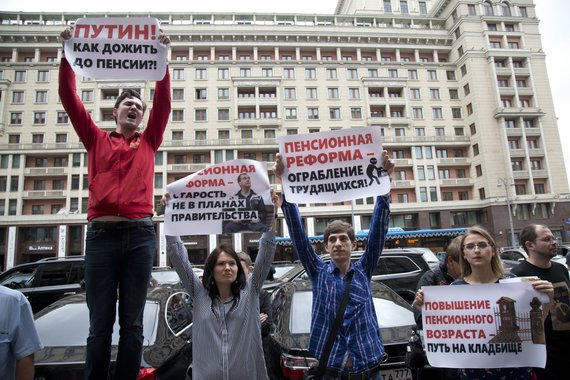 """""""Scanpix""""/AP nuotr./Protestas prieš pensijų reformą prie Rusijos Valstybės Dūmos pastato"""