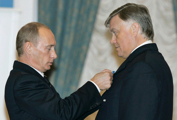 """""""Reuters""""/""""Scanpix"""" nuotr./Vladimiras Putinas (kairėje) ir Vladimiras Jakuninas"""