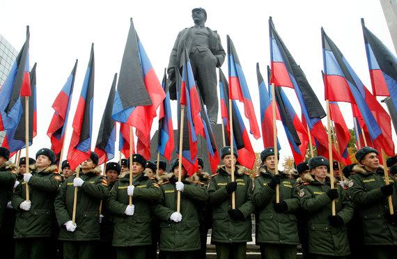 """Reuters""/""Scanpix"" nuotr./V.Lenino statulų dar labai daug užimtame Donecke"