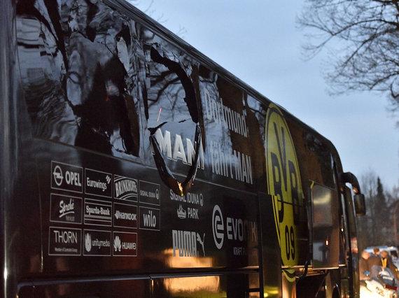 """Scanpix""/AP nuotr./Per sprogimą apgadintas Dortmundo ""Borussia"" autobusas"