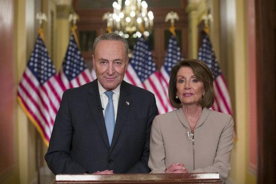 """""""Scanpix""""/AP nuotr./Chuckas Schumeris ir Nancy Pelosi"""