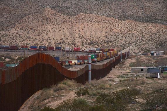 """AFP/""""Scanpix"""" nuotr./Tvora JAV ir Meksikos pasienyje"""