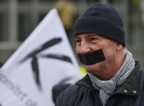 """""""Scanpix""""/AP nuotr./Protestas prie TVP būstinės Varšuvoje"""