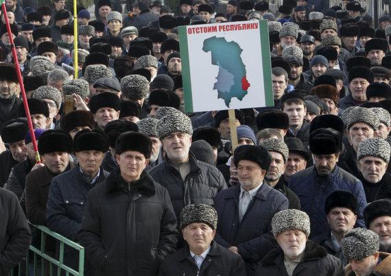 """""""Scanpix""""/AP nuotr./Protestas prieš žemių perdavimą Čečėnijai Ingušijoje"""