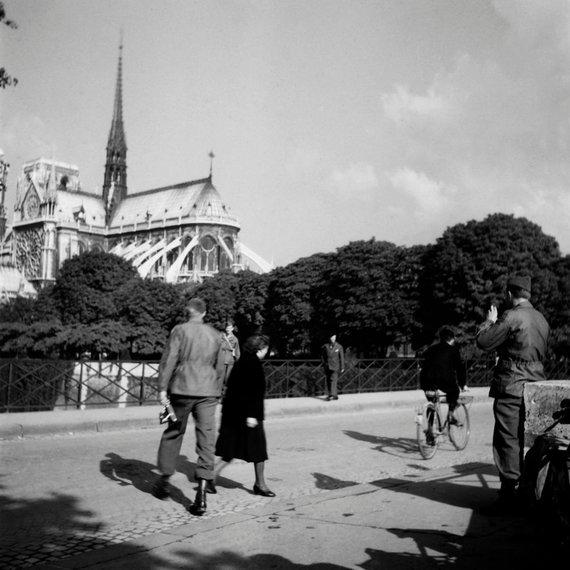 """AFP/""""Scanpix"""" nuotr./JAV kariai prie Dievo Motinos katedros 1944 metais"""