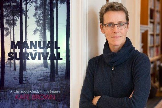 """MIT nuotr./Kate Brown ir jos knyga """"Išlikimo vadovas"""""""