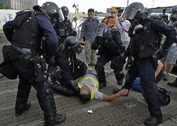 """""""Scanpix""""/AP nuotr./Honkonge protestuotojai susirėmė su policija"""