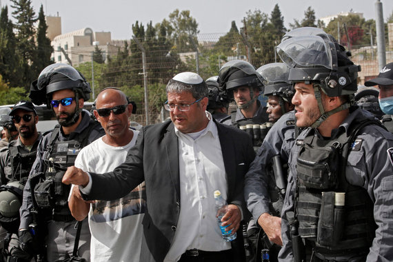 "AFP/""Scanpix"" nuotr./Itamaras Ben-Gviras (viduryje)"