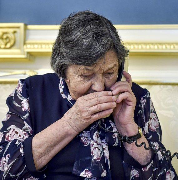 """AFP/""""Scanpix"""" nuotr./Su N.Savčenko kalbasi jos motina"""