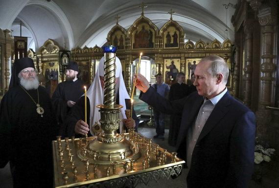 """""""Reuters""""/""""Scanpix"""" nuotr./V.Putinas stačiatikių vienuolyne prie Ladogos ežero šią liepą"""