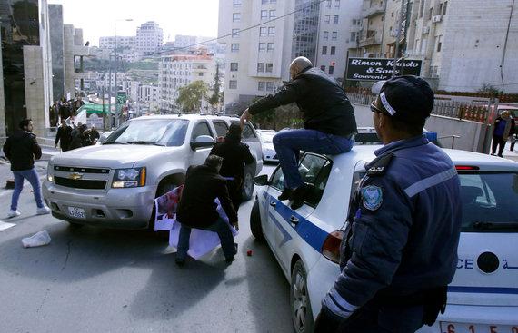 """AFP/""""Scanpix"""" nuotr./Dėl palestiniečių protesto JAV delegacija spruko iš renginio Betliejuje"""