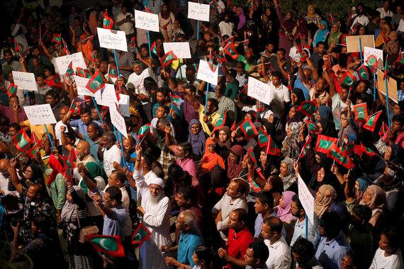 """""""Reuters""""/""""Scanpix"""" nuotr./Protestuotojai Maldyvuose"""