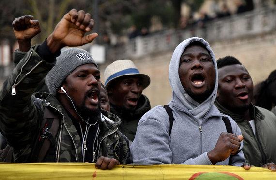 """AFP/""""Scanpix"""" nuotr./Migrantai iš Afrikos Italijoje"""