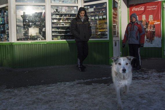 """""""Scanpix""""/AP nuotr./Žemutinio Tagilo gyventojai prie traukinių stoties"""