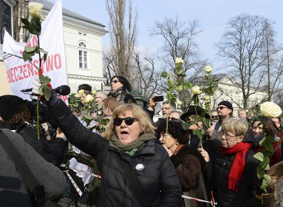 """""""Scanpix""""/AP nuotr./A.Dudos kalbos klausėsi ir keli šimtai protestuotojų"""