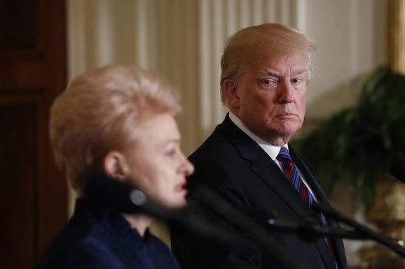 """""""Reuters""""/""""Scanpix"""" nuotr./Dalia Grybauskaitė ir Donaldas Trumpas Baltuosiuose rūmuose"""