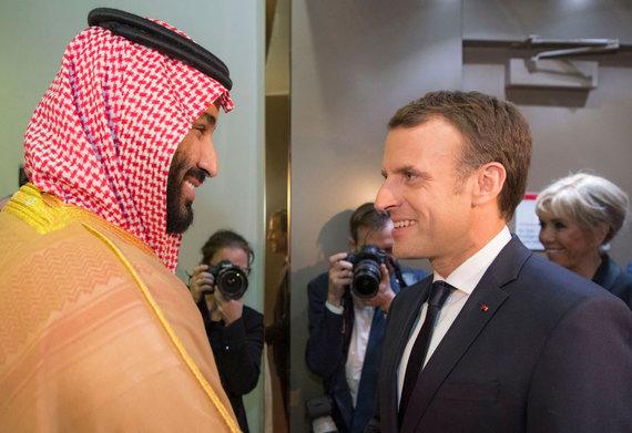 """AFP/""""Scanpix"""" nuotr./Saudo Arabijos princas Mohammedas bin Salmanas ir Prancūzijos prezidentas Emmanuelis Macronas"""